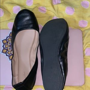 Hi guys today I am selling black shoes.
